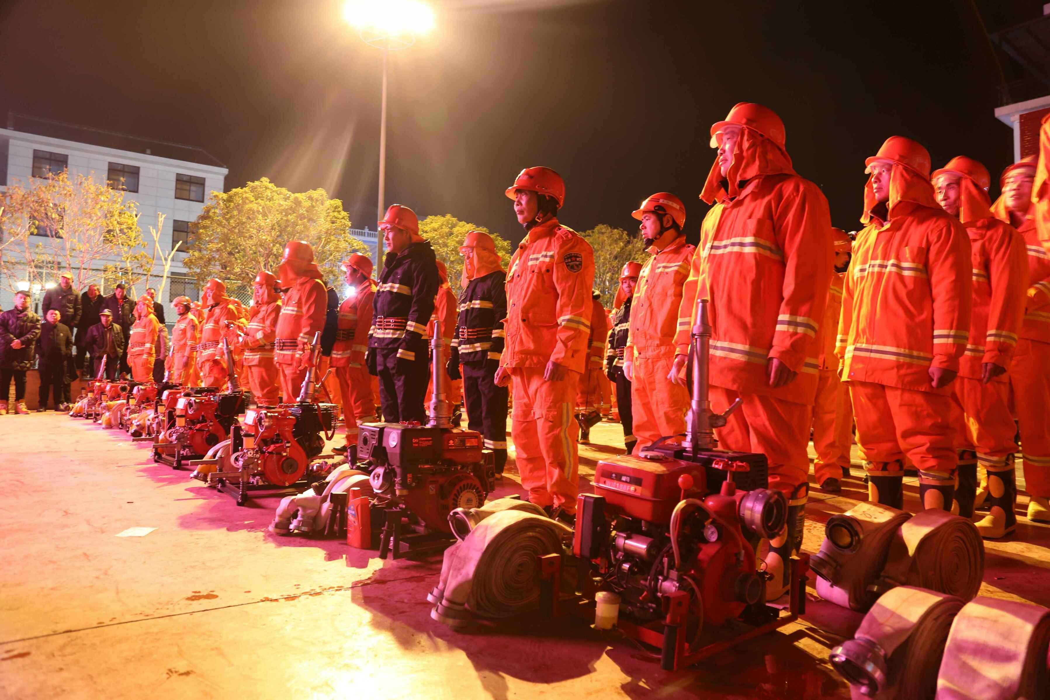 台州椒江为32支村级志愿消防队配发器材装备