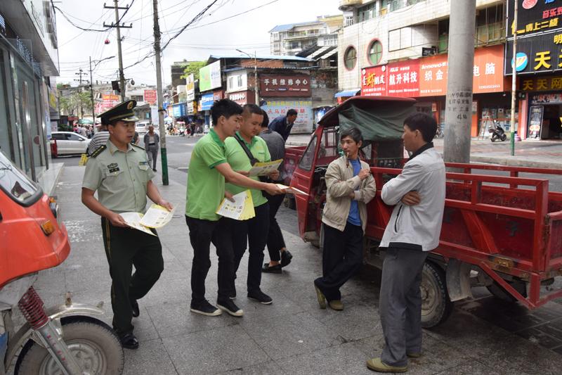 织金消防组织消防公益使者走街串巷普及消防安全知识