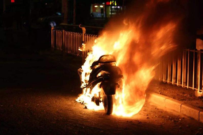 惊魂十秒,烧掉一个家?