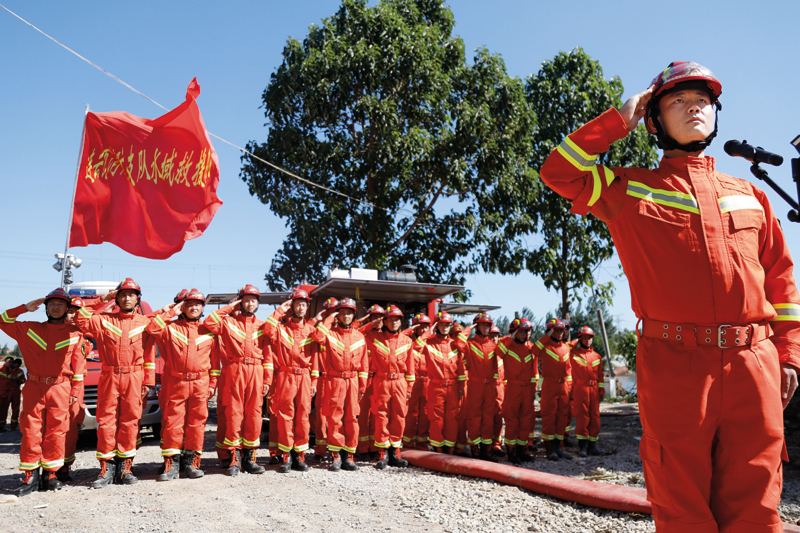 致敬消防勇士老百姓念你们