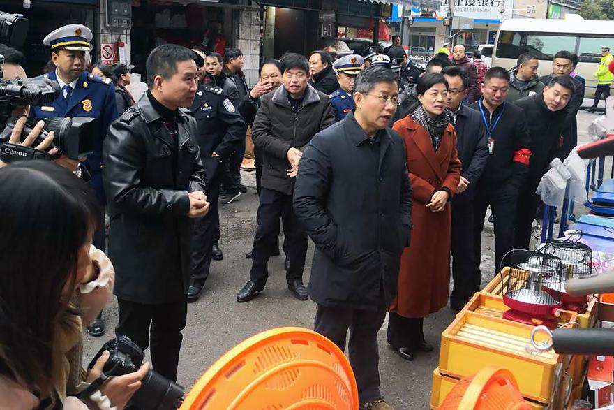 安全取暖 湖南益阳市委书记率队检查电取暖器销售市场