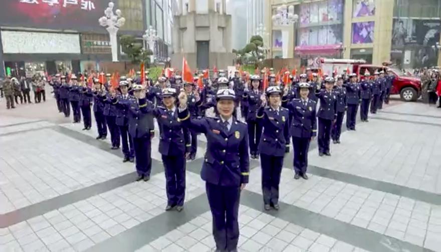 重庆消防《我和我的祖国》燃爆全城!