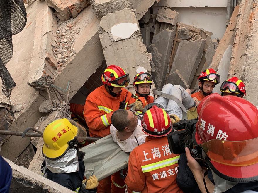 上海一在改建4S店坍塌  已救出11人