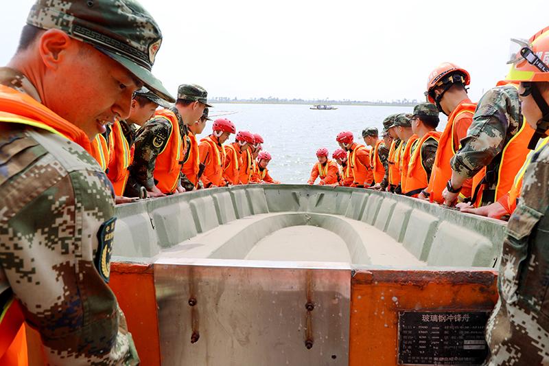 抗洪装备训练2.JPG