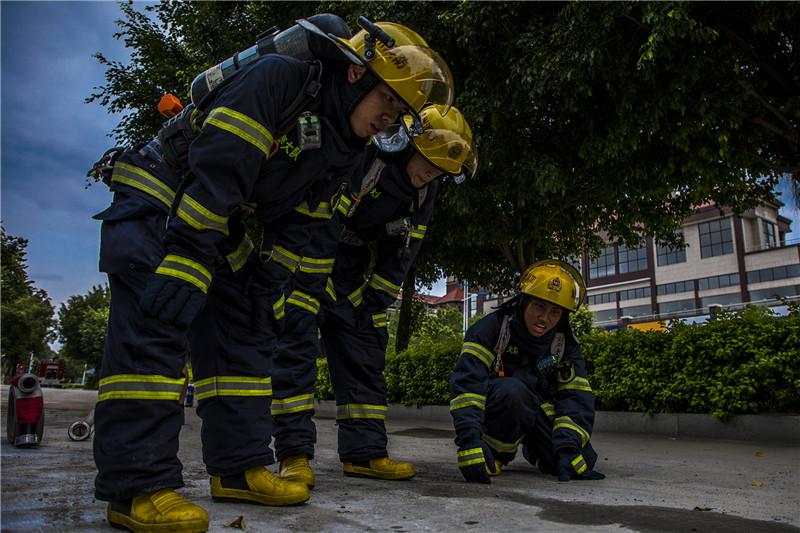 95后消防员与三套军装的故事