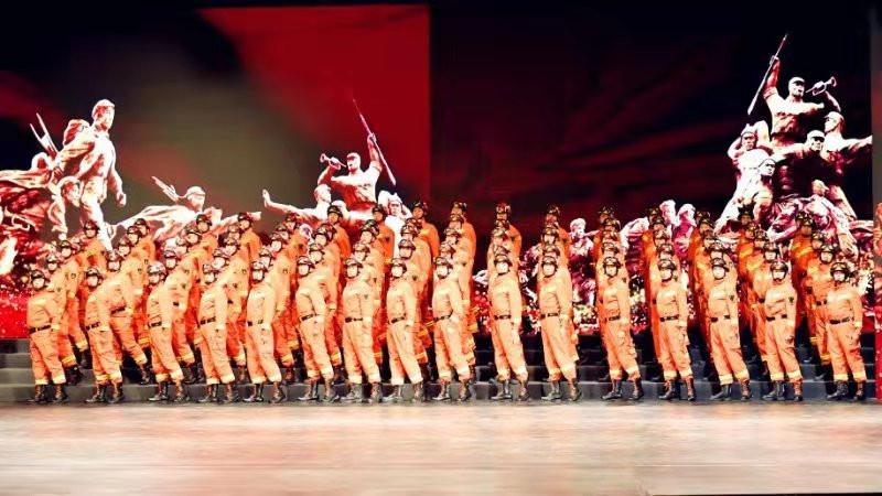 """北京消防举行""""奋斗吧,青春火焰蓝""""汇报展演"""